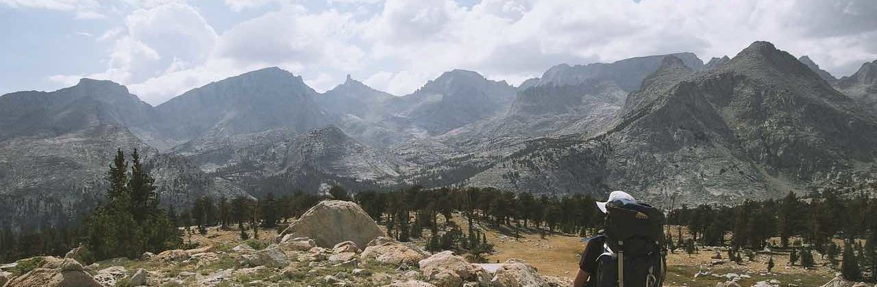 Trek en montagne : que faut-il emporter dans son sac de randonnée ?